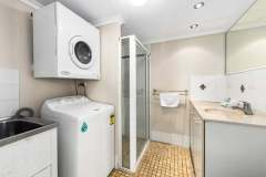 1-bed-poolview-unit10-bathroom