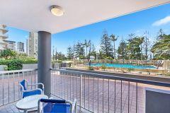 broadbeach-accommodation-on-the-beachfront-6