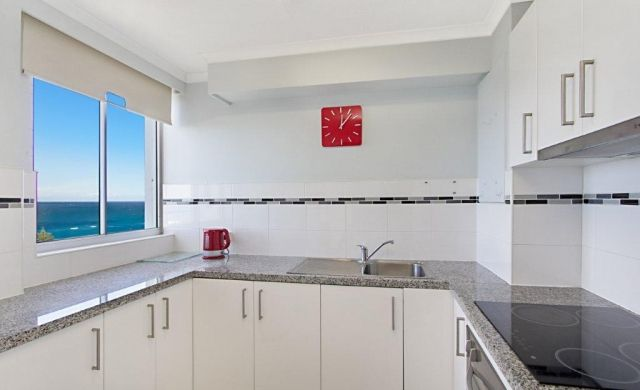 broadbeach-accommodation-on-the-beach (2)