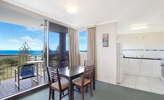 holiday-apartments-broadbeach (3)