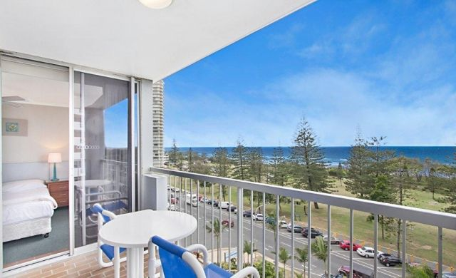 holiday-apartments-broadbeach (4)