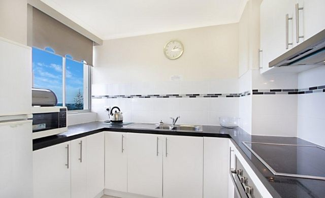 holiday-apartments-broadbeach (6)