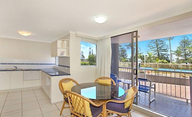 broadbeach-accommodation-on-the-beachfront (4)