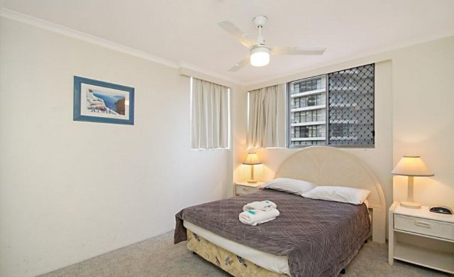 self-contained-apartments-broadbeach (1)