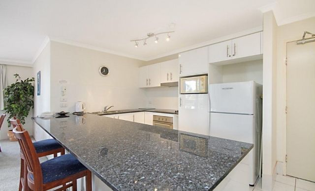self-contained-apartments-broadbeach (6)
