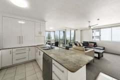 2-bed-budget-oceanview-unit27-kitchen-web