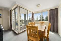 2-bed-standard-oceanview-unit12-dining