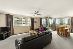 2-bed-standard-oceanview-unit12-living