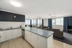 2-bed-standard-oceanview-unit43-kitchen
