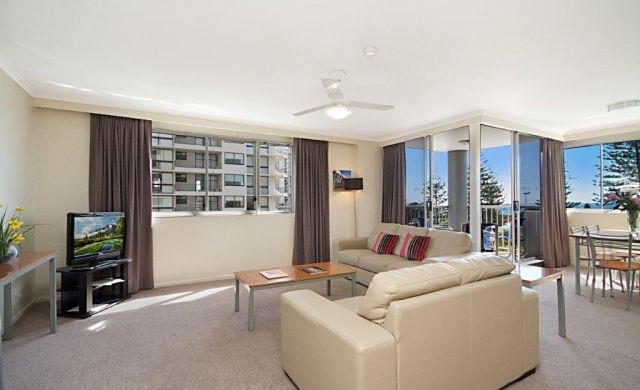 broadbeach-beachfront-accommodation (1)